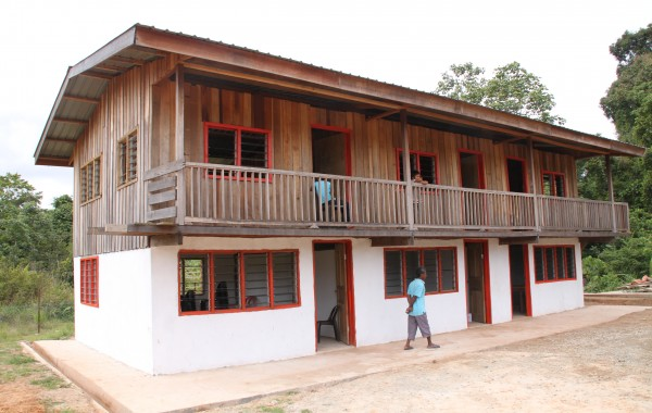Una scuola per i bambini indonesiani